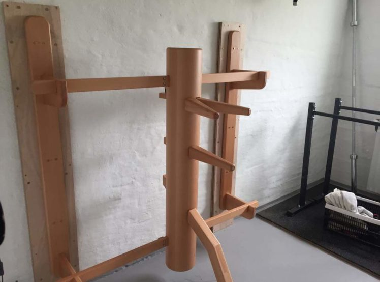 Wall mountet wooden dummy