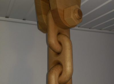 Wooden chain with M36 x 140mm bolt